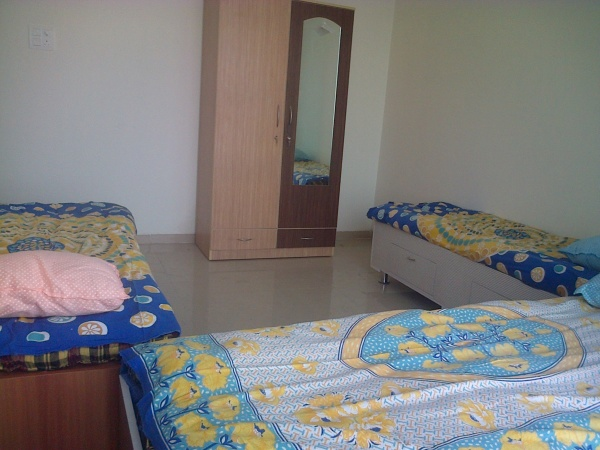 1,2,3 PG rooms Malad DMart & Infiniti Mall PVR Link Road paying guest