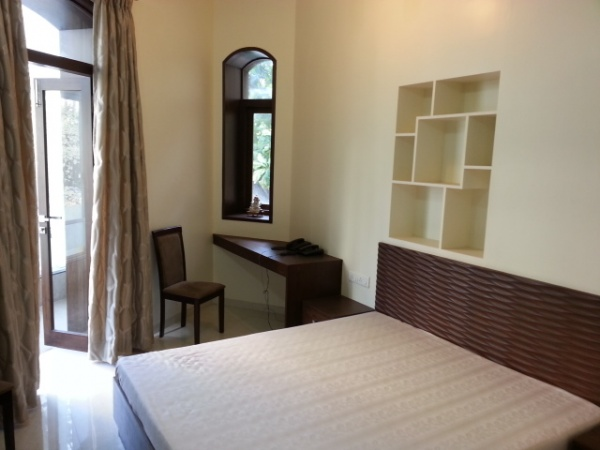Breach candy separate entrance sea view studio room rental at bhulabhai desai road