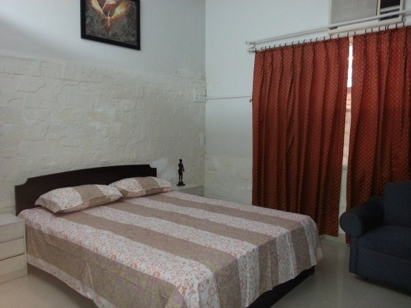 1 bedroom studio apartment near Jaslok hospital Peddar road