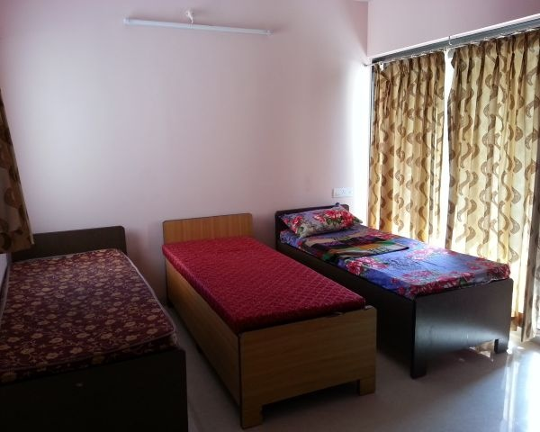 paying guest rooms near NMIMS university Mithibai college - 1, 2 rooms on rent in Juhu Ville parel