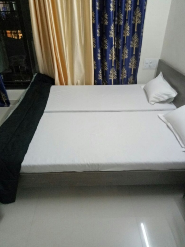 Bandra daily to monthly serviced room apartments near Lilavati hospital Research centre