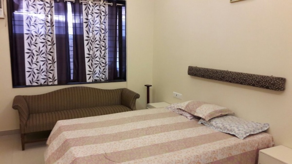 Short term 1 bedroom 1 rk studio apartment in Breach Candy near Benzer