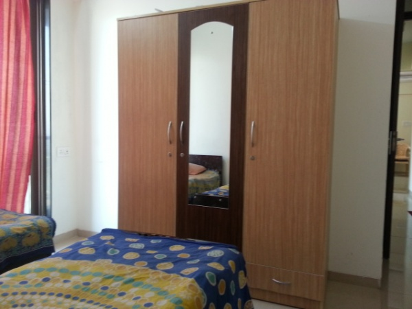 Malad west studio apartment with AC TV Gas Fridge near Inorbit mall