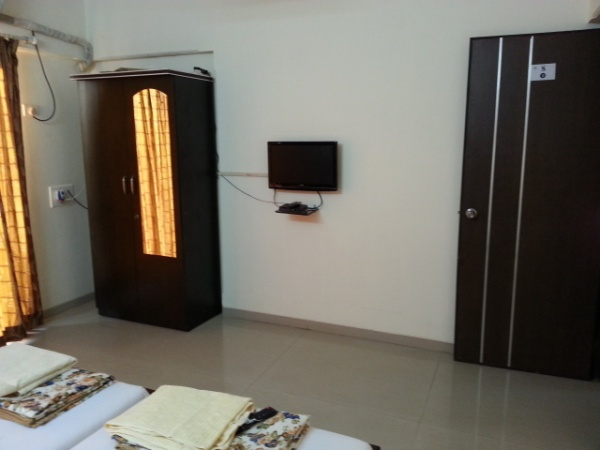 1, 2 bhk flat share near Istituto Marangoni fashion and design school in Mumbai - rooms, flatmates & flatshare near Instituto Marangoni school